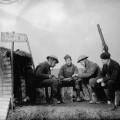 Soldats franco-anglais s'occupant pendant la drôle de guerre
