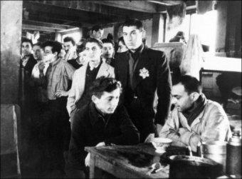 Des deportés se rendant à Drancy à par train.