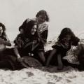 Amis sur une plage