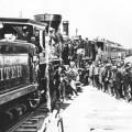Célébration de la jonction des deux lignes du chemin de fer transaméricain le 10 mai 1869 à Promontory Summit, dans l'Utah, où eu lieu la pose du Golden Spike.