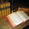 Dictionnaire en latin constitué de plusieurs volumes, œuvre d'Egidio Forcellini (1771).