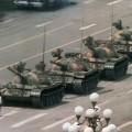 Célèbre photo d'un étudiant devants des chars chinois