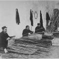 Soldats français aveugles en train d'apprendre à faire des paniers