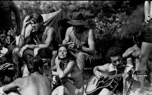 Des hippies à Woodstock