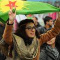 Kurde avec le drapeau