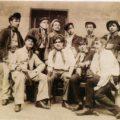 Jeunes apaches dans Paris